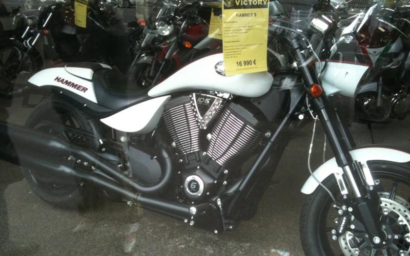 moto victory l 39 alternative de la moto am ricaine. Black Bedroom Furniture Sets. Home Design Ideas