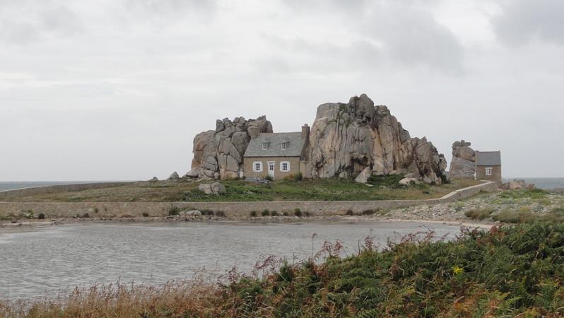 La maison entre deux rochers - Maison entre deux rochers ...