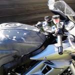 Motocyclette en plein nettoyage