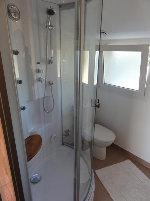 cabine de douche kinedo. Black Bedroom Furniture Sets. Home Design Ideas