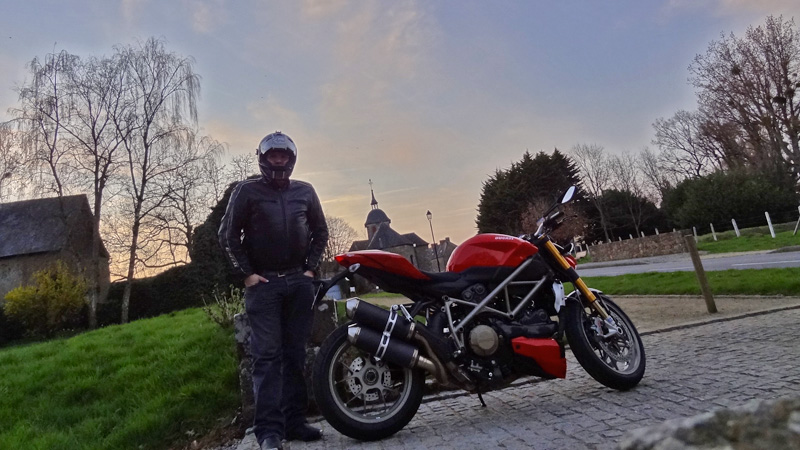 david jazt et sa ducati streetfighter 1098 s. Black Bedroom Furniture Sets. Home Design Ideas