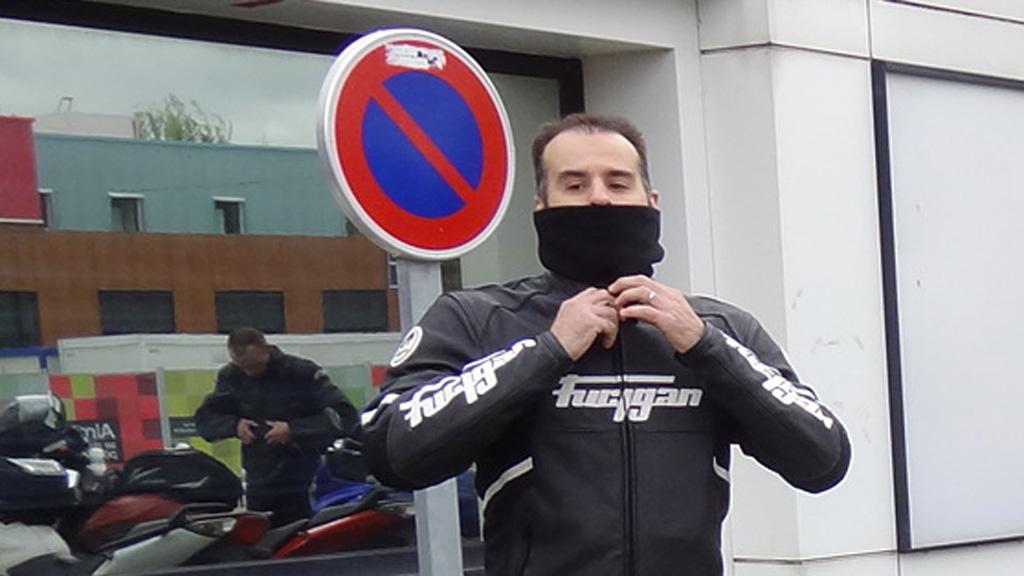 Cuir et cache cou pour le motard Rennais