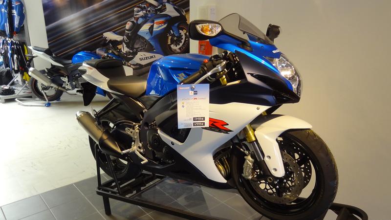 GSXR 750 2012 bleue blanche chez Drym's Moto