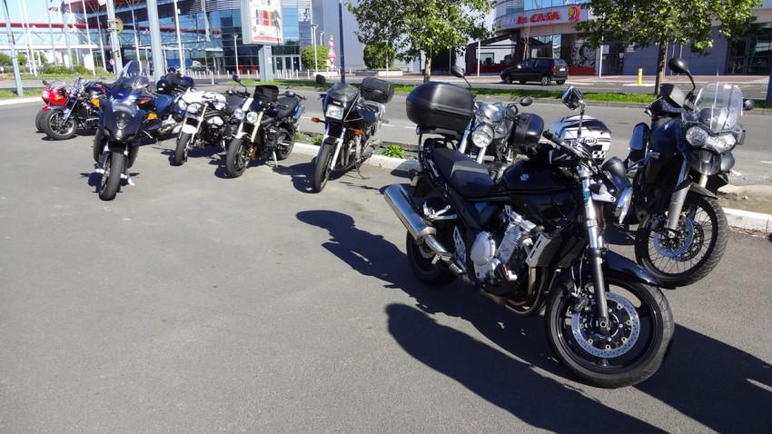 nombreuses motos au départ