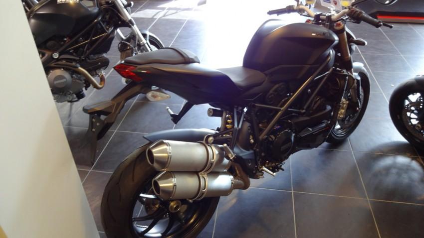 Ducati 848 Streetfighter noir mat à Rennes
