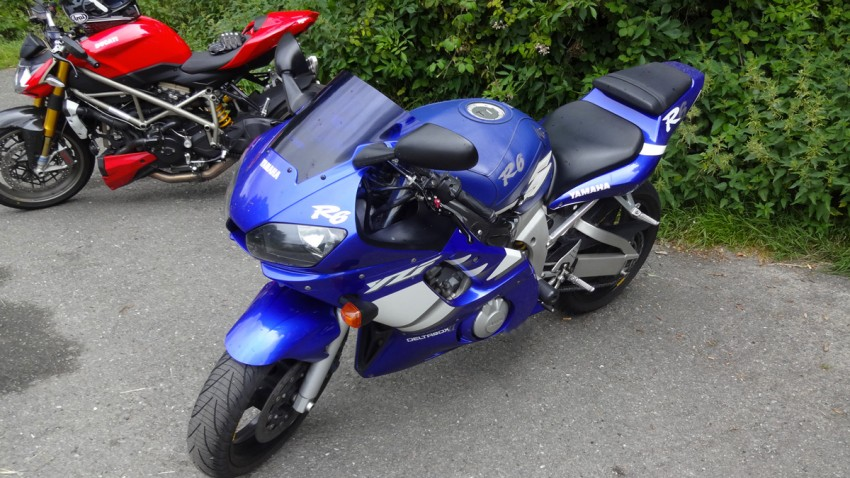 Yamaha R6 moto Sportive de Manu et Ophélie