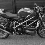 Jolie moto en noire et blanc