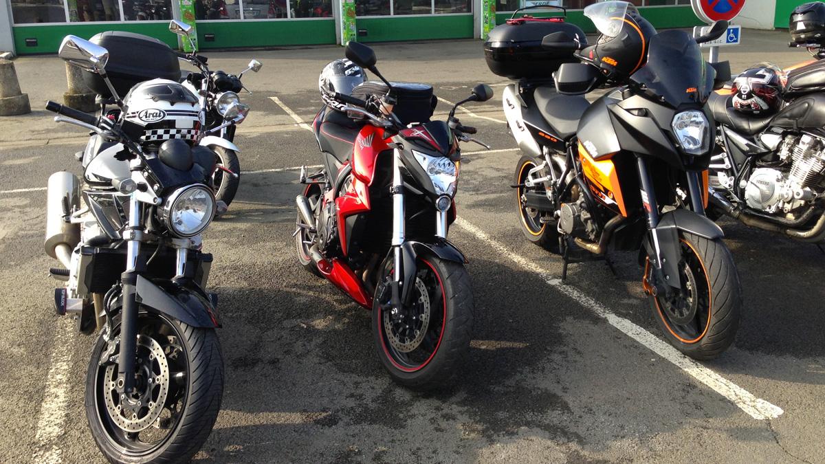 plusieurs motos en photo