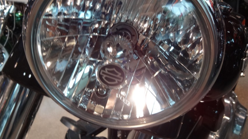 gros phare rond sur le Slim Harley