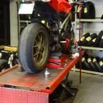 moto sur le pont chez Dafy Moto Rennes