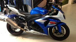 Suzuki GSXR 1000 2012 blanche et bleue