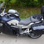 moto BMW Bretonne sous la pluie