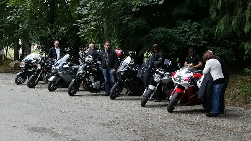 breton et bretonne à moto au départ de Rennes