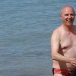 Didier en GTR 1400 nu à la plage en Bretagne
