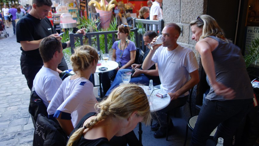 les motards Rennais au bar à Intra Muros de Saint-Malo