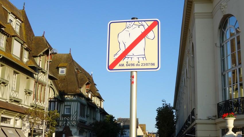 interdit d'être torse-nu à Deauville