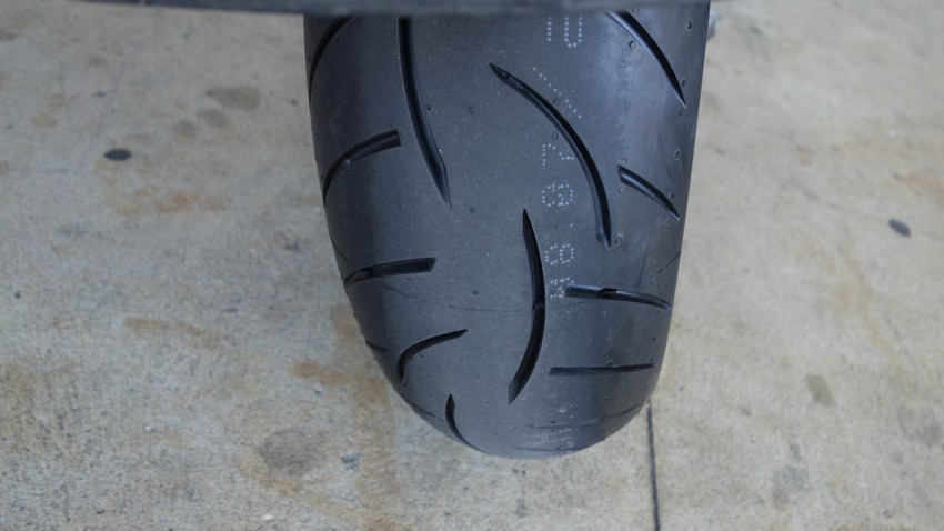pneu moto neuf Metzeler Z8 sur le K13GT