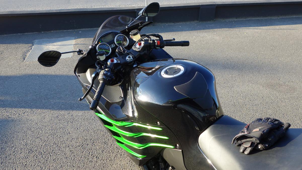 vie à bord du ZZR 1400 2013 noire et verte