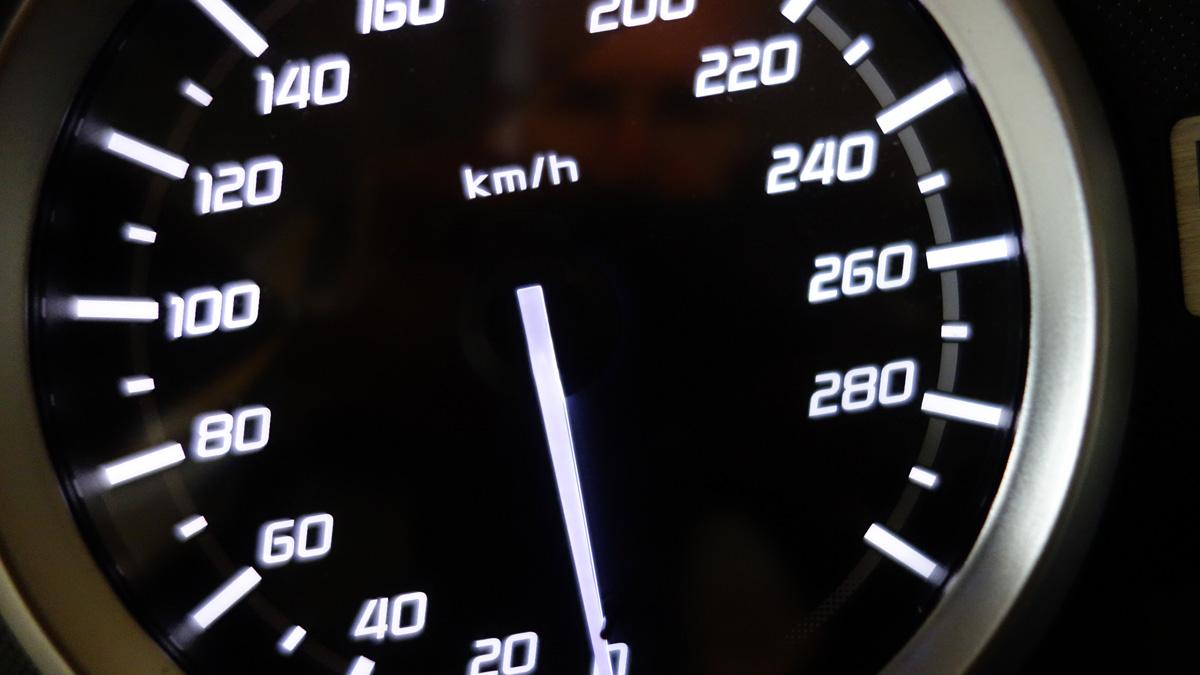 compteur de vitesse : 300km/h