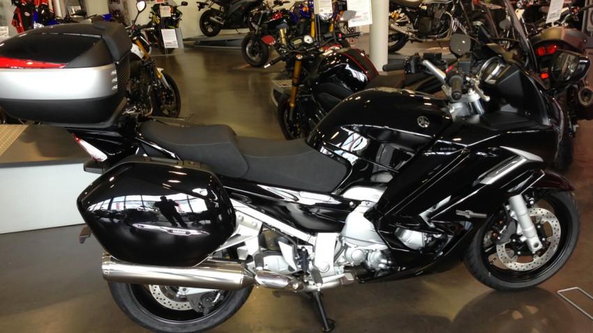 Moto FJR 1300 noir bulle haute