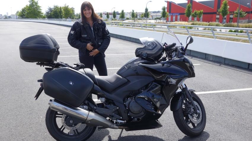 Marylène et sa moto Honda (Rennes)