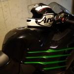 Casque moto Arai sur le ZZR 1400 Kawasaki