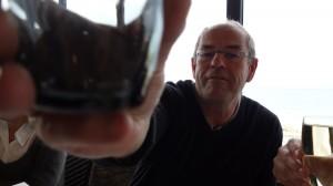 Hubert trinque à la santé des balades moto Rennaises