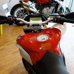 au guidon du MV Agusta 800cc rivale