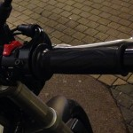 poignée droite de la moto yamaha MT 09