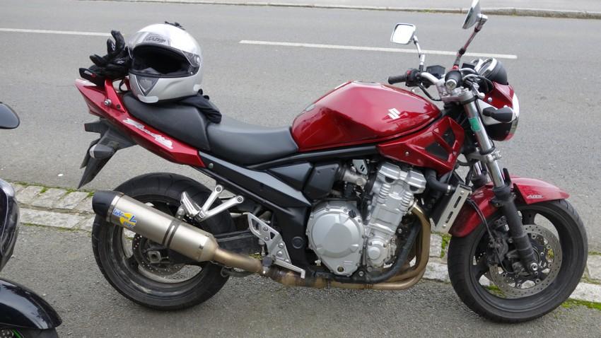 motard à Rennes en Suzuki