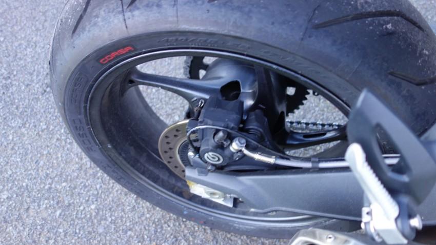 pneu corsa sur le Street Triple