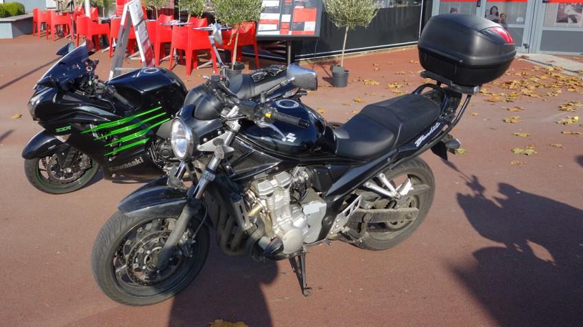 achat moto occasion Suzuki Bandit 650N noir + top case
