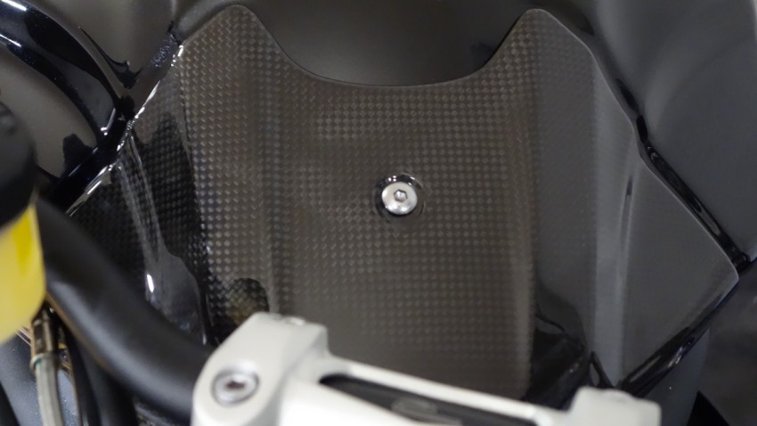 par dessus de réservoir en Carbone sur le Speed Triple 1050 R