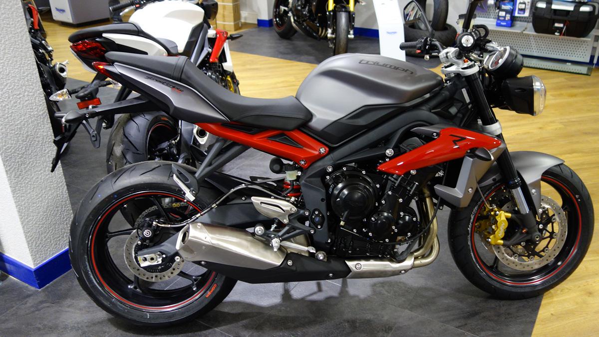 magnifique moto à Rennes : Triumph