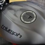 gris mat du plus bel effet sur le Triumph 675cc