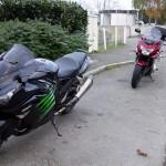 motard face à la nouvelle concession moto de Rennes à Vezin le coquet