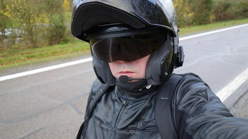 GPS moto Scala Rider Q3 et casque moto Shoei Neotec