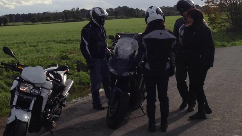 le motard est bavard