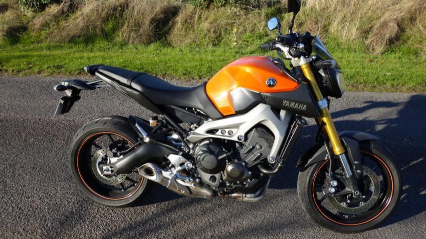 Moto roadster mid-size Yamaha