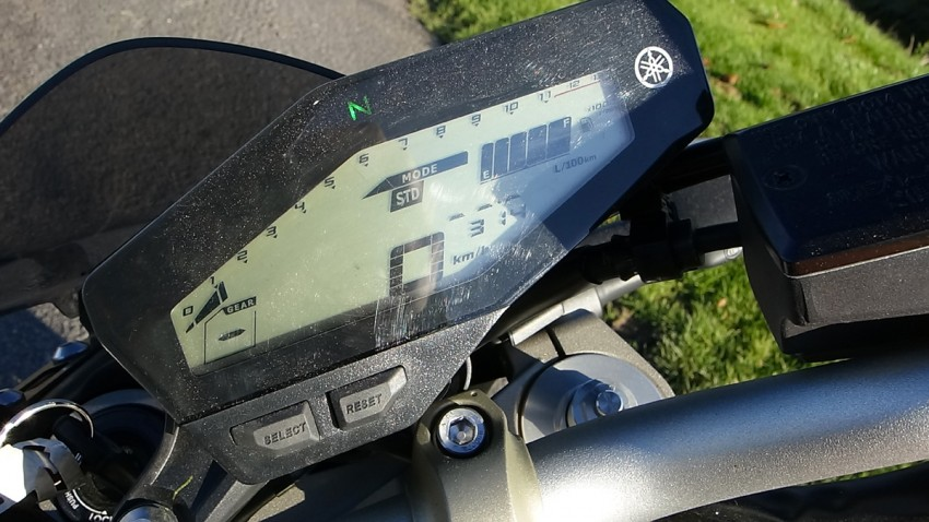 tableau de bord du MT 09, moto Yamaha