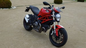 essai moto ducati monster 1100 evo en vid o. Black Bedroom Furniture Sets. Home Design Ideas