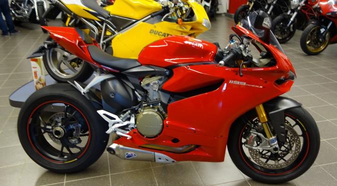 Magnifique moto rouge : Paniglae 1199 S