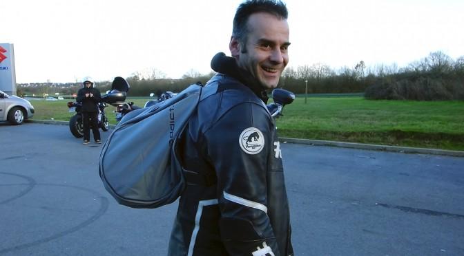 Sac à casque moto : faciliter le transport à moto