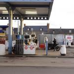 Arrêt essence à Combourg