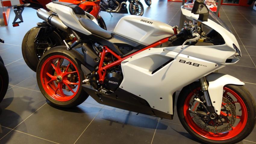 Ducati Panigale 848 2014 blanche et rouge à Nantes