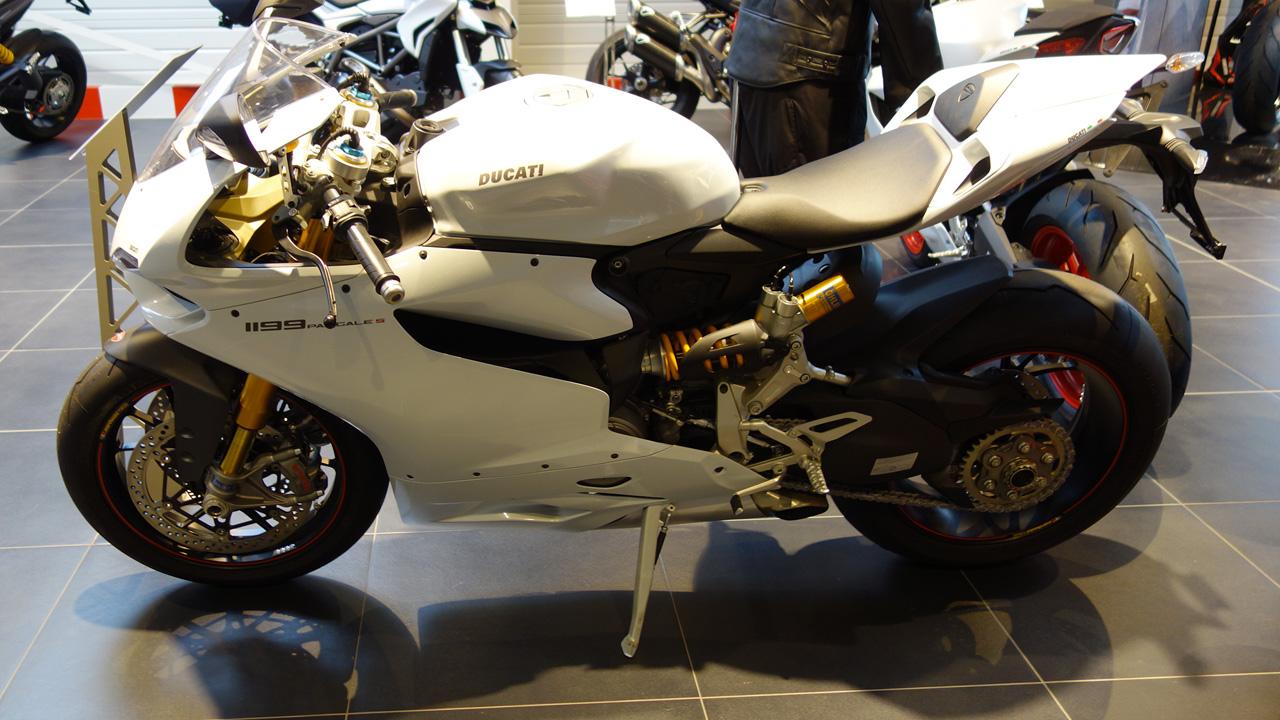 Ducati 1199 S Panigale blanche