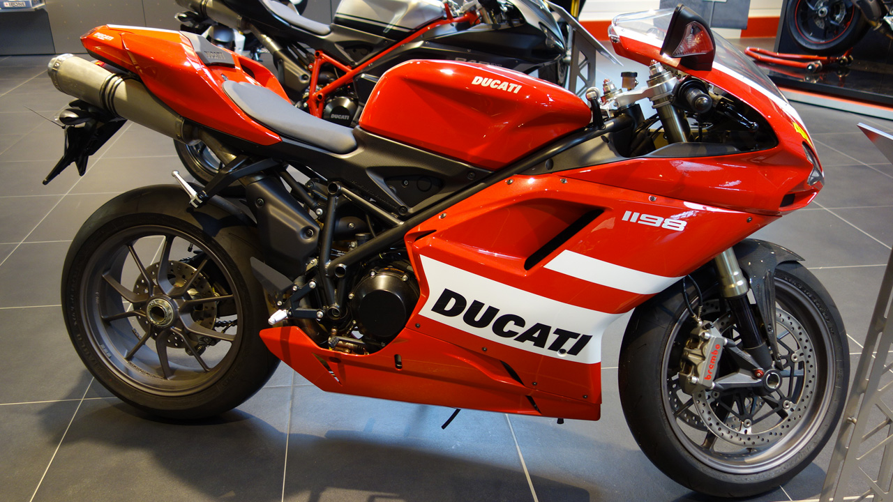 ducati store de nantes concession moto et accessoires rez. Black Bedroom Furniture Sets. Home Design Ideas
