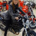 Laura sur sa future moto Ducati