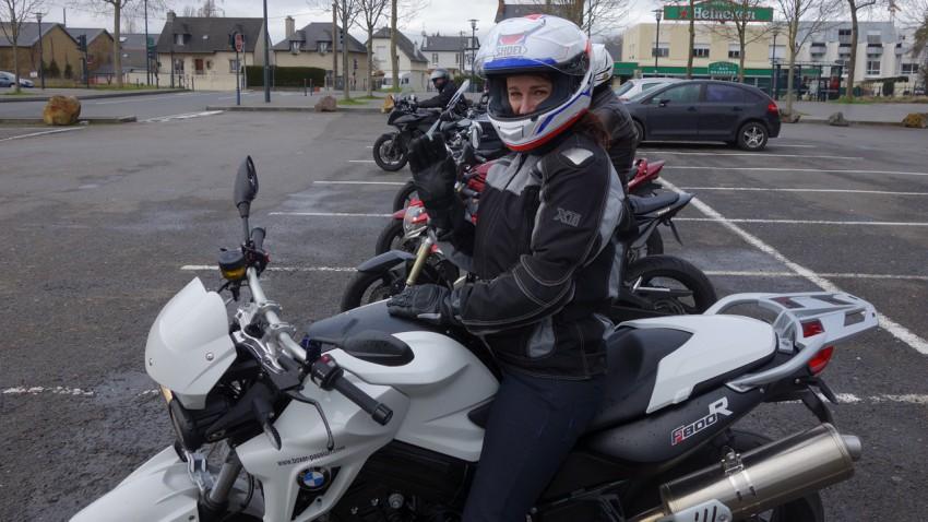 Magda en BMW F800R blanche