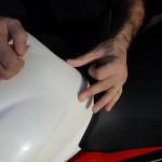 mise en place d'une protection de réservoir moto avec Clear Protect